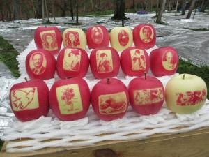 今年の絵入りリンゴ